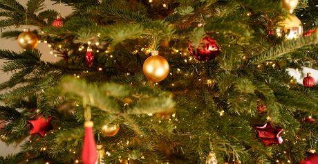 Oplev fordelene ved et kunstigt juletræ